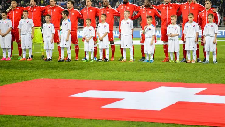 Der Schein einer vereinten Mannschaft trügt: Das Nationalteam ist gespaltener denn je.