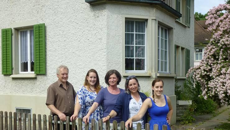 Das Gästehaus ist ein Familienprojekt: Daniel Leitner, Aline Leitner, Zita Steinmann, Angelica Cavegn Leitner, Benita Leitner (v.l.). zvg
