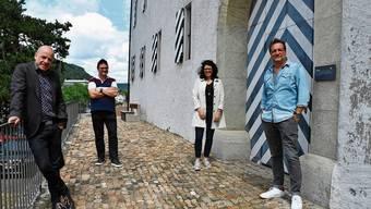 Sind gespannt auf das Kunstprojekt im Salzhaus (v. l.): Urs Augstburger, Hanspeter Stamm, Barbara Horlacher und Robbie Caruso.