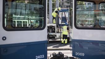 Die Kollision zweier Trams legte den Tramverkehr am Bahnhof Enge vorübergehend lahm. (Symbolbild)
