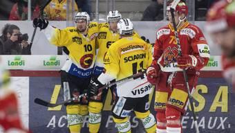 Berns Spieler feiern den Treffer zum 0:1 – am Ende erzwingen sie ein siebtes Spiel.
