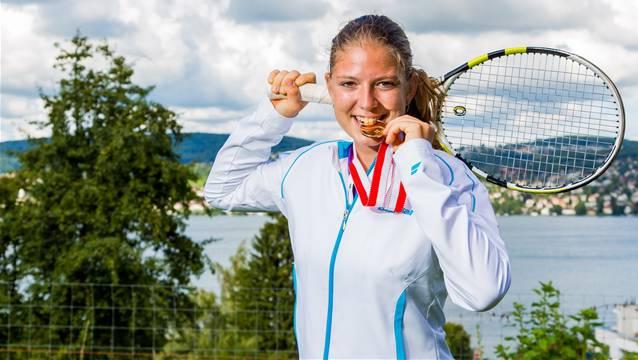 Chiara Frapooli mit ihrer Goldmedaille der Junioren-Schweizermeisterin.
