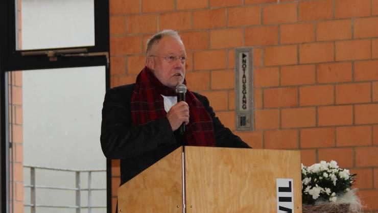 Robert A. Müller bei seiner Neujahrsansprache in der Freienwiler Mehrzweckhalle. martin rupf