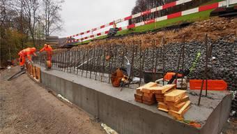 Die nun entstehende Stützmauer soll das weitere Abrutschen der Zufahrtsstrasse verhindern. Bruno Kissling