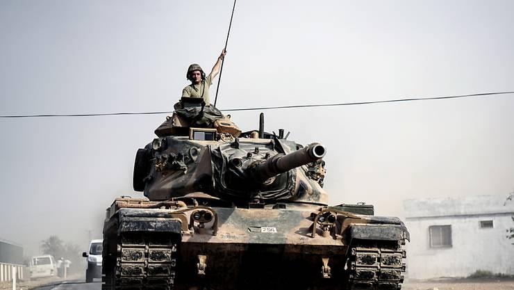 Türkischer Panzer unterwegs zur syrischen Grenze (Archiv)
