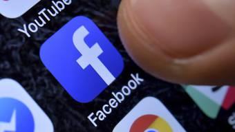 Facebook löschte im vergangenen Quartal 1,7 Milliarden gefälschte Konten. (Symbolbild)