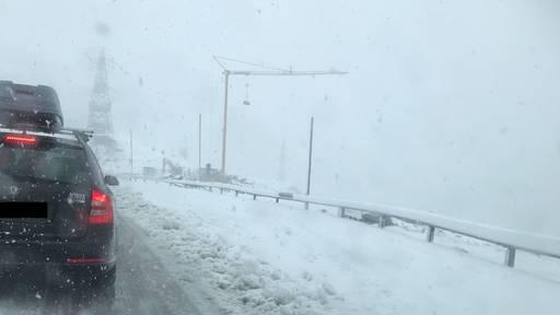Schnee sorgt für Chaos auf dem Gotthard-Pass