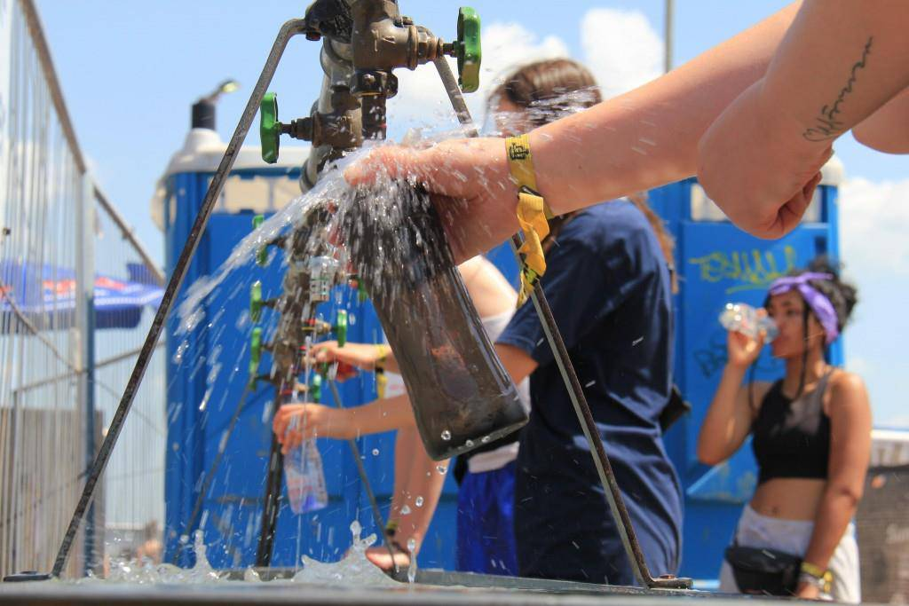 Wasser, Wasser, Wasser: Die Trinkwasserstellen sind rege besucht.
