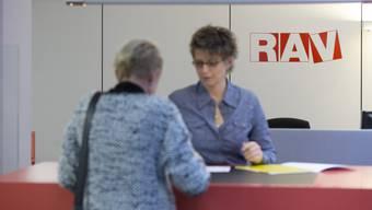 Arbeitslosigkeit: Die offizielle Kennzahl erfasst nur etwa die Hälfte aller tatsächlich Arbeitslosen.