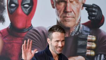 Früher hatte Ryan Reynolds nur Augen für seine Frau. Inzwischen würde sie der Schauspieler als Schutzschild vor seine Kinder stellen. (Archivbild)
