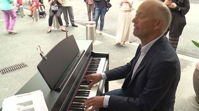 Oltner Stadtpräsidenten Martin Wey spielt Piano-Marathon