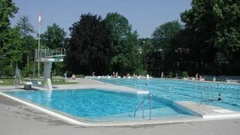 Die Besucher der Badi Bottmingen kommen aus allen umliegenden Gemeinden, denn die Badi ist die einzige im ganzen Leimental. (Archiv)