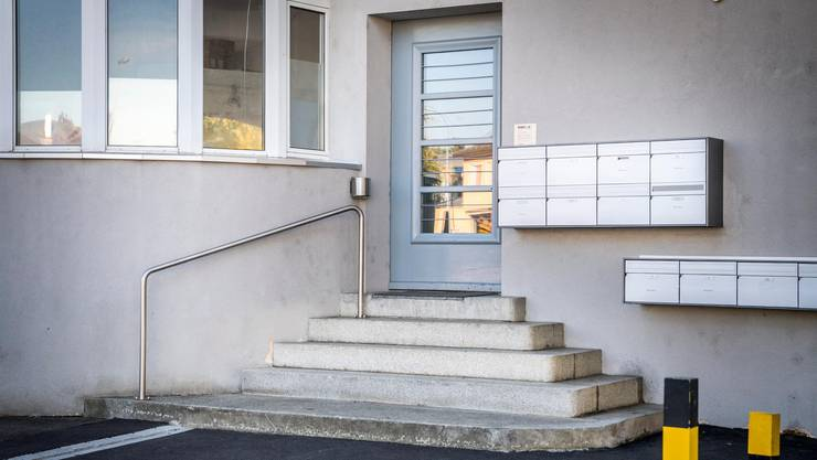 Der Eingangsbereich zum Haus an der Talackerstrasse 2 in Frauenfeld, in dem eine leblose Frau mit abgetrenntem Kopf aufgefunden wurde.