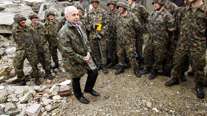 Swiss Defence Minister Ueli Maurer (C) speaks to recruits during a visit of the recruit  school of the rescue company in Wangen an der Aare May 20, 2010.   REUTERS/Michael Buholzer (SWITZERLAND - Tags: MILITARY POLITICS)