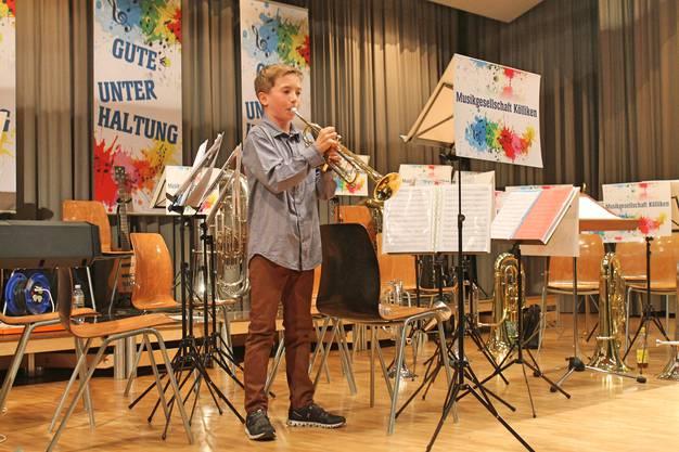 «Faded» (Jesper Borgen); Trompetensolo von Lars Oeschger, begleitet von Musiklehrer Hansjörg Ammann, Keyboard