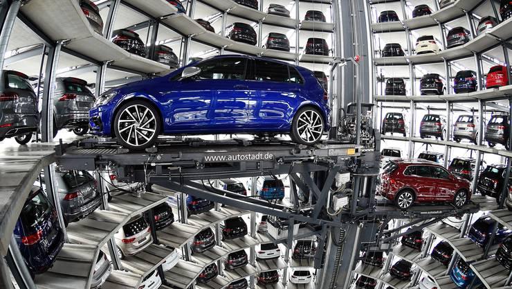 Deutsche Industrie bedeutet Autobau. Im Börsenindex Dax 30 bilden BMW, Continental, Daimler und Volkswagen mit Audi und Porsche das wichtigste Bollwerk.