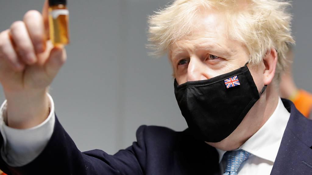 Mit einer Reihe neuer Gesetze will der britische Premierminister Boris Johnson das Land aus der Corona-Krise führen - vor allem der Nationale Gesundheitsdienst (NHS) soll besser geschützt werden. Foto: Phil Noble/PA Wire/dpa