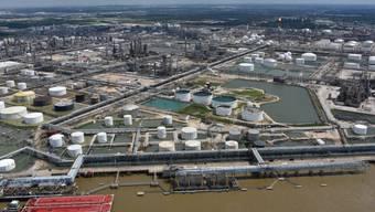 Wegen Sturm Harvey mussten unter anderem wichtige Häfen in Texas schliessen.