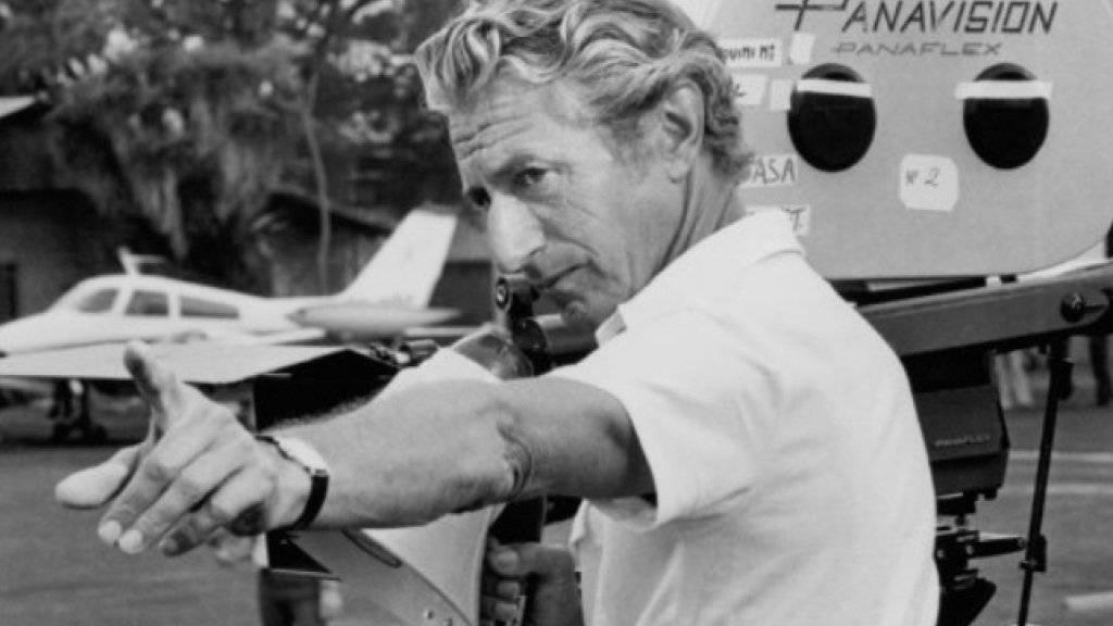 John Guillermin (1925-2015) bei Dreharbeiten zum Film «Sheena» (imdb)