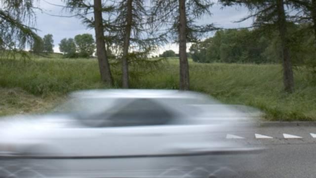 Riskante Fahrmannöver mit dem Privatauto (Symbolbild)