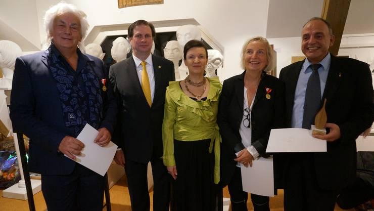 Von links: Hans Bachlechner, Sandor und Herta Margarete von Habsburg Lothringen, Béatrice Bachlechner und der ausgezeichnete Christian Hort mit Preis.