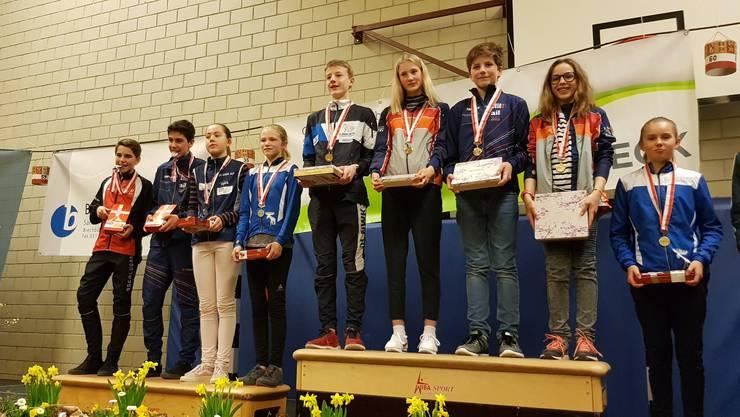 Rosa Bieri (3.v.l.) erreichte den zweiten Rang in der Kategorie Damen 16.