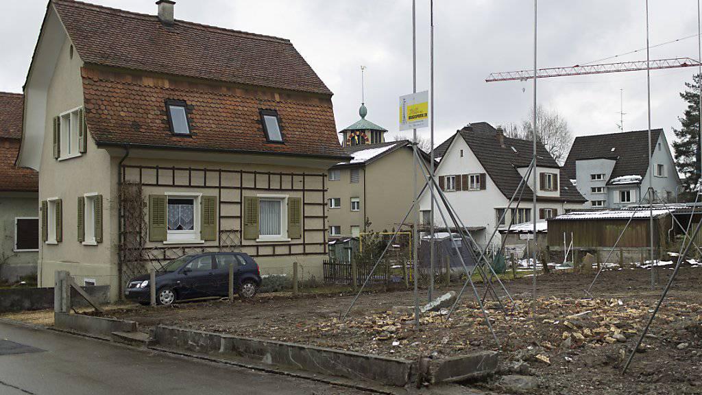Mit weniger strengen Vergabekriterien für Hypotheken will Raiffeisen-Chef Patrik Gisel Wohneigentum für Junge möglich machen. (Symbolbild)