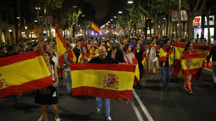 Das spanische Verfassungsgericht hat die für Montag geplante Sitzung des katalanischen Regionalparlaments untersagt.