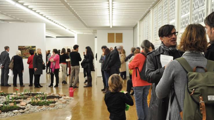 Zahlreiche Besucher fanden sich an der Vernissage im Kunstraum ein
