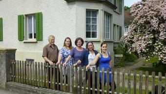 Die Familie Leitner-Cavegn betreibt das Gästehaus (Mitte: Liegenschaftsbesitzerin Zita Steinmann).
