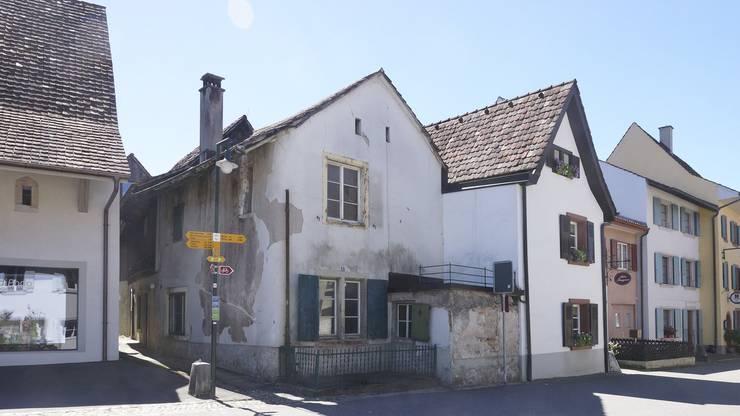 Das Haus an der Burggasse (Bildmitte).