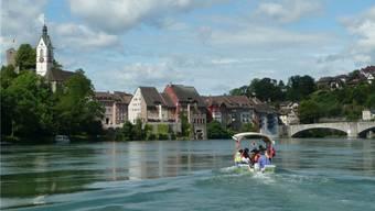 Für Touristen attraktiv sind die Flussfahrten, hier bei Laufenburg. – Foto: pd
