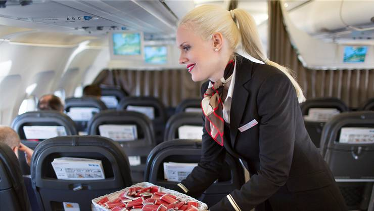 Beliebt: Die rot-weiss verpackten Schokoladen-Täfelchen, welche die Swiss-Crew an die Passagiere verteilt.