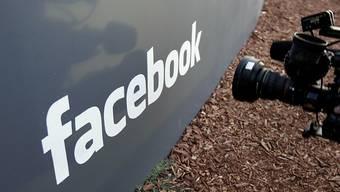 Frühere Mitarbeiterin verklagt Facebook wegen erlittenem Trauma durch Schock-Inhalte. (Archiv)