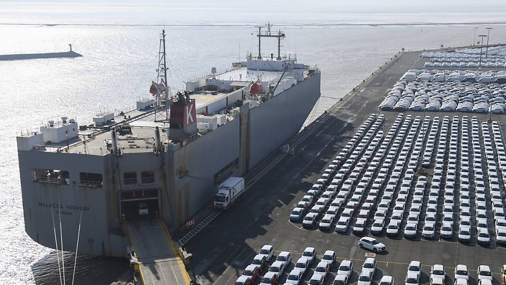 US-Präsident Donald Trump hat wegen des EU-Exportüberschusses im Handel mit den USA wiederholt mit Strazöllen auf europäiscshe Autos gedroht. (Archivbild)