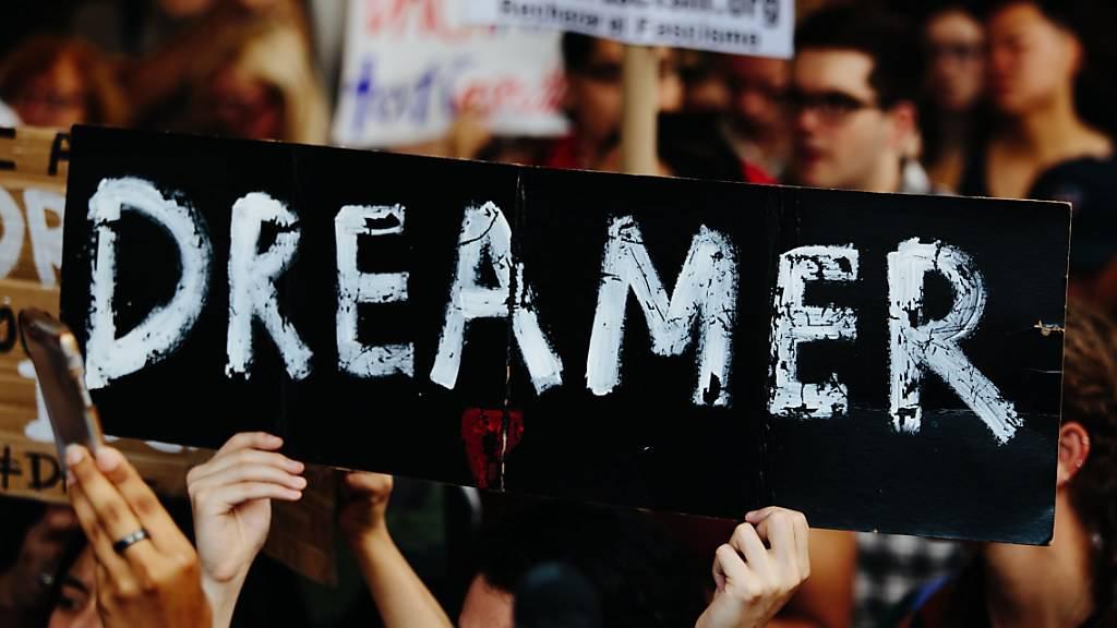 Der Supreme Court befasst sich bei Anhörungen mit der umstrittenen Entscheidung von US-Präsident Trump, das Programm zu beenden, das Einwanderer vor Abschiebung schützt, die als Kind mit ihren Eltern illegal in die USA kamen. (Archivbild)