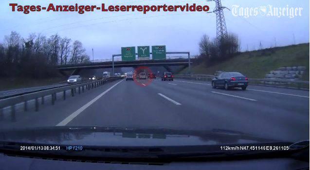 Ejup Gashi war mit seinem Lieferwagen (roter Kreis) gleich hinter dem Unfall-Bagger auf der Autobahn unterwegs.