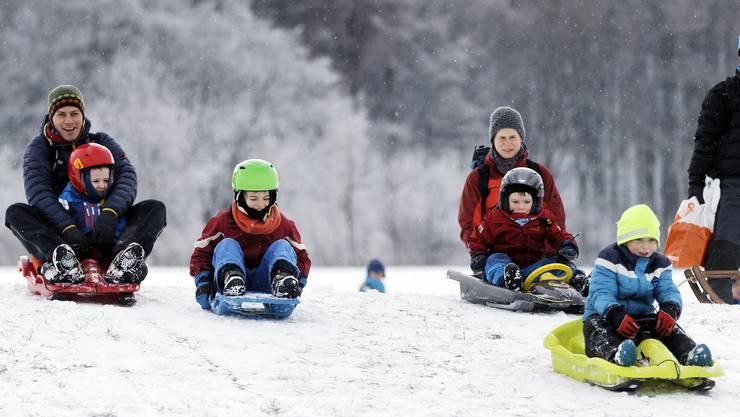 Die winterlichen Verhältnisse und das einigermassen gute Wetter lockte am Sonntag viel Leute an die regionalen Schneehänge.