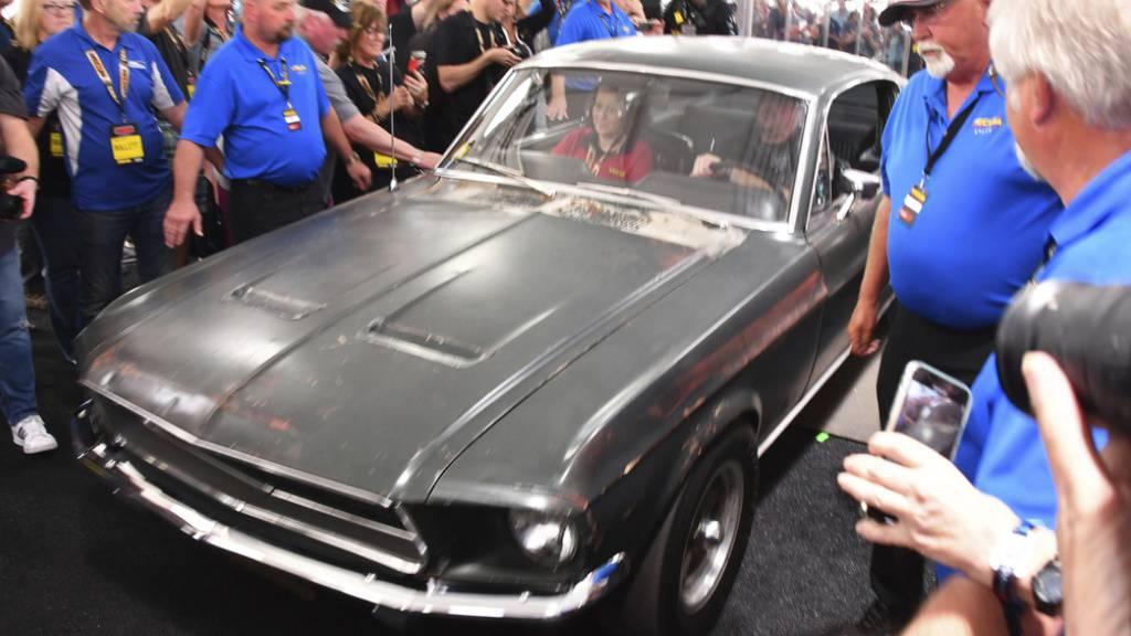 Der Ford Mustang GT aus dem Film «Bullitt» mit Steve McQueen am Freitag an einer Auktion in Kissimmee, Florida. Er fand für 3,7 Millionen Dollar einen neuen Besitzer.