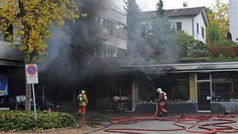 Brand in einem Wohn- und Geschäftshaus in Kloten.