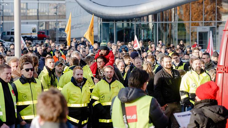 Zum Streik bei Lufthansa kommen nun auch noch Demonstrationen und Gegendemonstrationen hinzu: Der Ausstand der Piloten stösst intern auf Widerstand. (Archivbild)