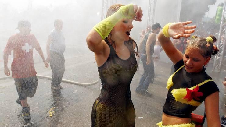 Tanzende an der Street Parade.