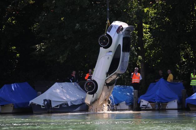 Der ganze Porsche ist aus dem Wasser