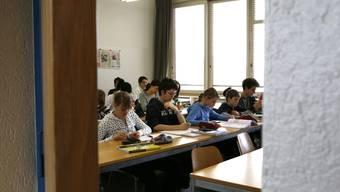 Die Schüler der Sonderklassen absolvieren die Ausbildung in fünf statt in vier Jahren. (Bild: bar)