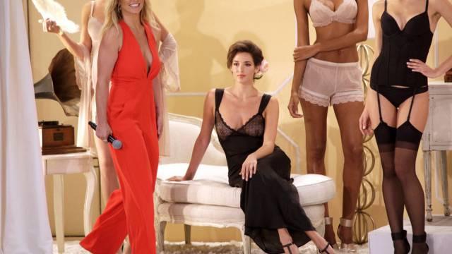 Ist auch Unterwäsche-Designerin: Sängerin Britney Spears (links)