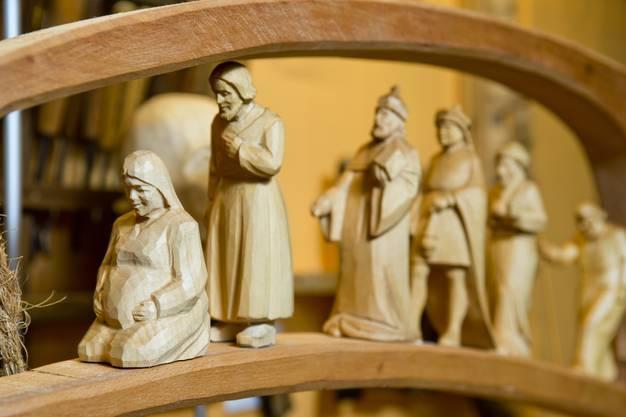 Die schwangere Maria ziert das Adventsfenster.