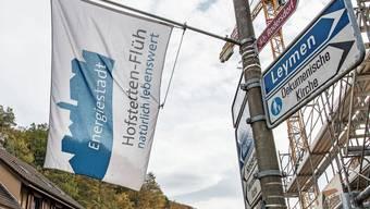 Flüh hat mit 1000 Einwohnern etwa halb so viele Einwohner wie das grössere Hofstetten.