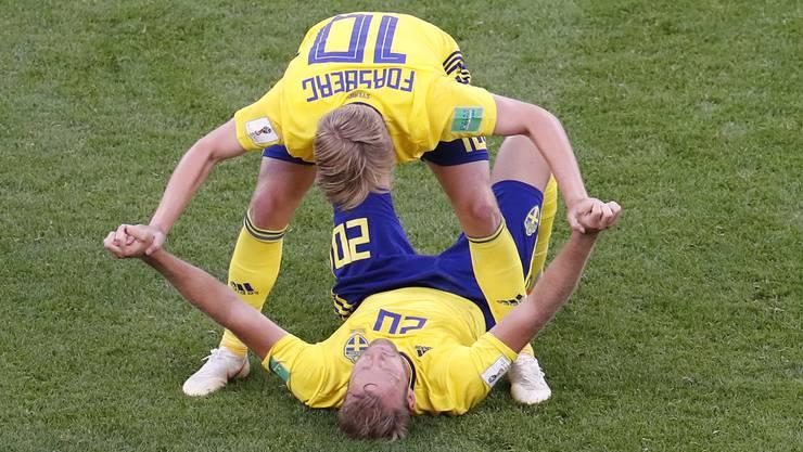 Der Jubel bei den Schweden über den 3:0-Sieg und die Qualifikation für den Achtelfinal ist grenzenlos.