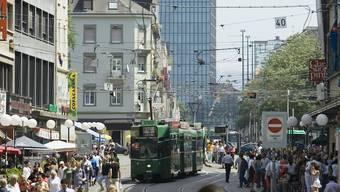 Clarastrasse mit Blick auf den Messeturm in Basel