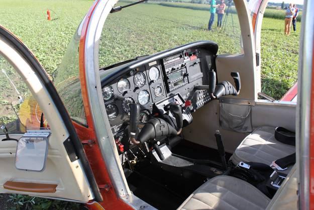 Die Passagiere, ein Fluglehrer und sein Schüler, blieben unverletzt